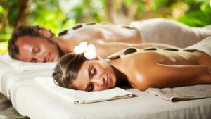 honeymoon-couple-massage